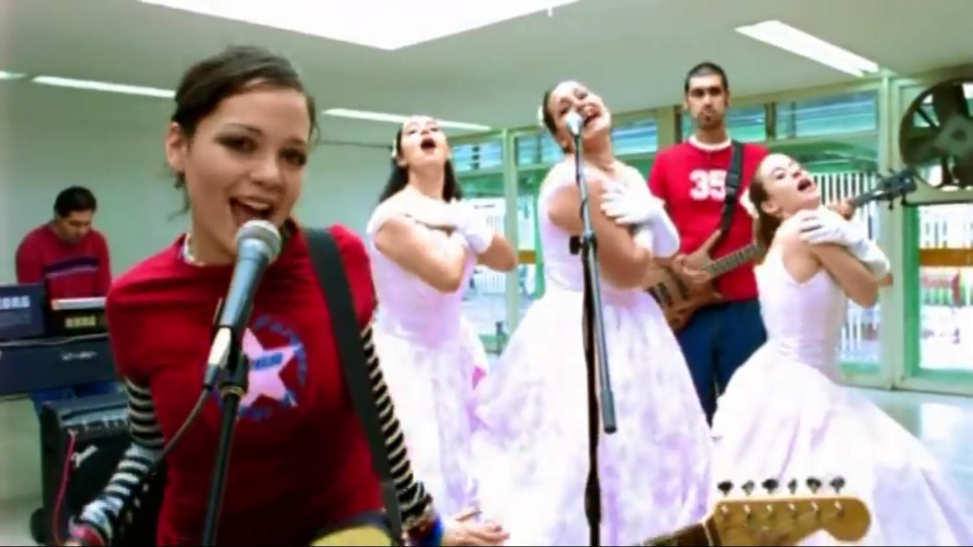 video-natalia-lafourcade-en-el-2000-quinceanera-xv-anos-visita-tierra-01