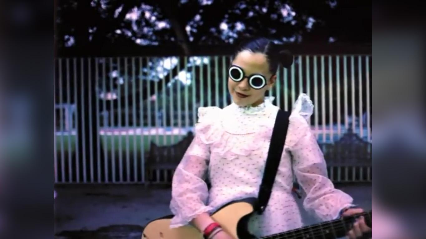 video-natalia-lafourcade-en-el-2000-quinceanera-xv-anos-visita-tierra-02