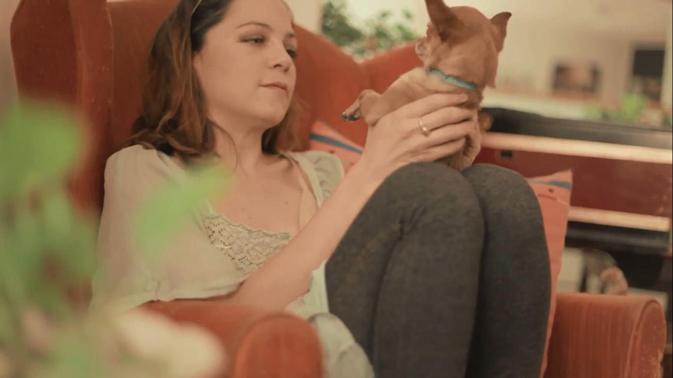 video-natalia-lafourcade-nos-llevamos-tan-bien-mariel