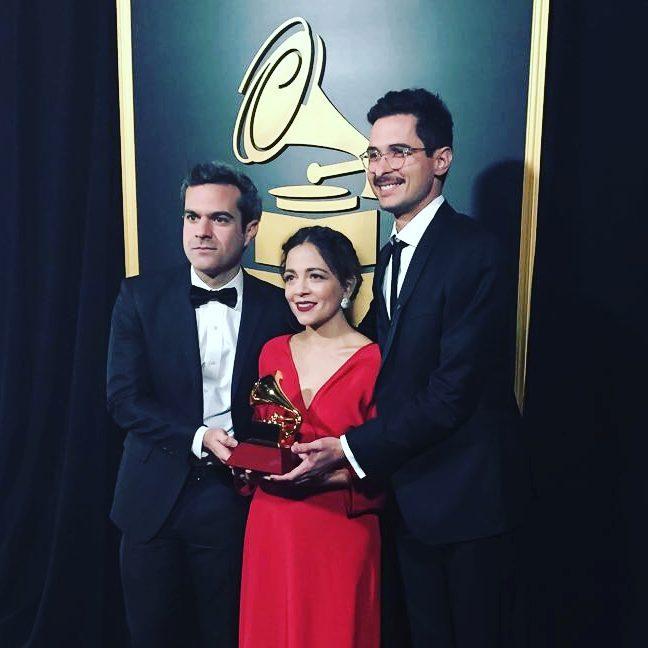 Latin Grammy Carlos Rivera Lafourcade Mexicana Hermosa Bruno Juan