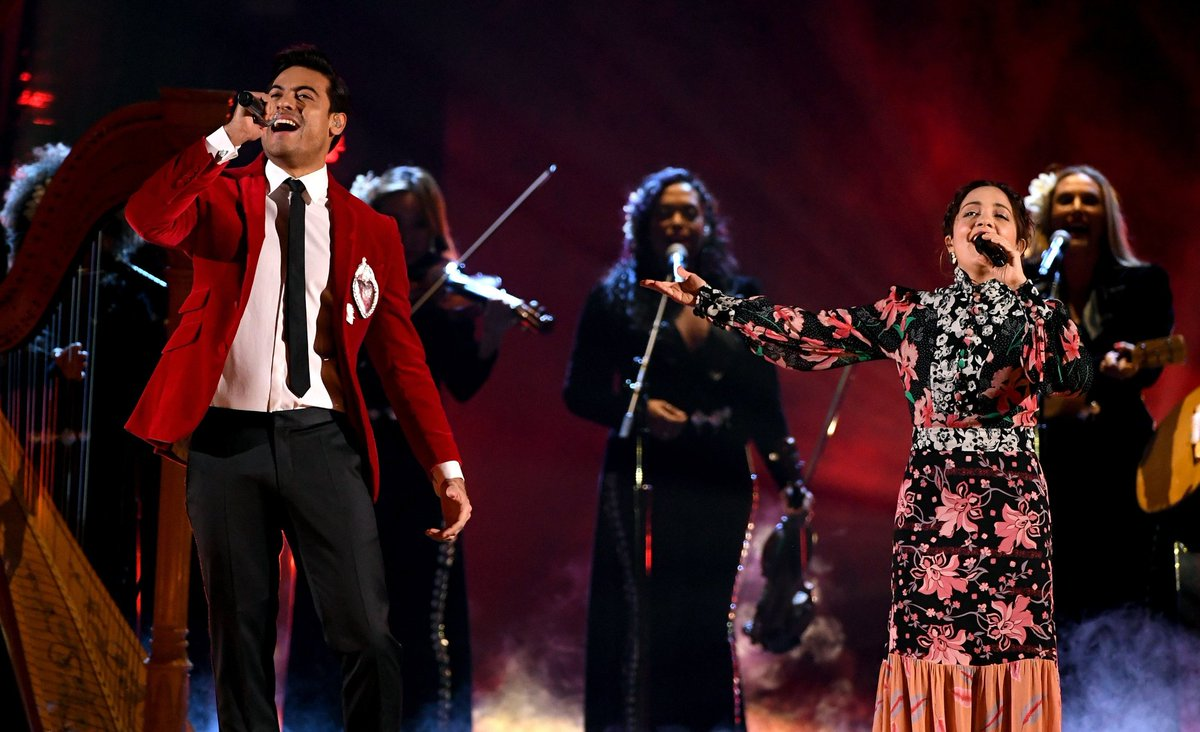 Latin Grammy Carlos Rivera Lafourcade Mexicana Hermosa